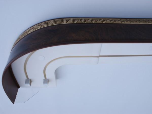 Поворотный угол с декоративной накладкой на лицевой стороне