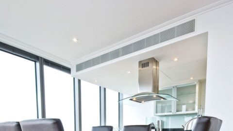 Правильная вентиляция в помещении – это отсутствие сырости, спертого воздуха и правильная атмосфера