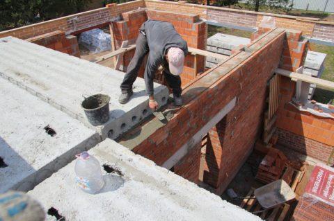 Правильный монтаж плит – залог прочности здания в целом