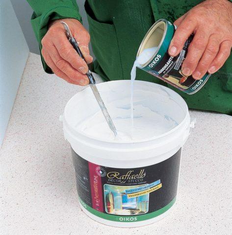 При избыточной вязкости водно-дисперсионная краска разбавляется водой в количестве не больше 10%