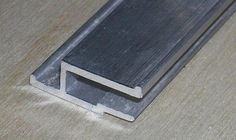 При помощи настенного h-образного багета монтируется более 80% натяжных потолков