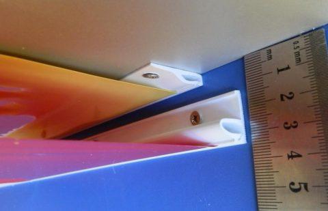 При потолочном креплении полотно опустится всего на 1,5-2 см