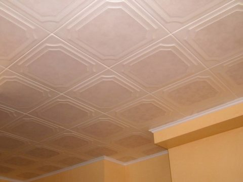 При укладке плитки получается ровное покрытие с рисунком