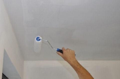При желании потолок легко перекрасить