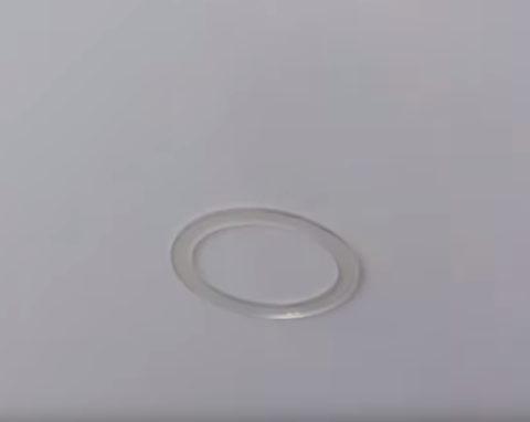 Приклеиваем обод кольца к полотну
