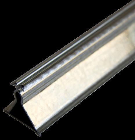 Профиль металлический для потолка несущий (траверс) – это, по сути, большой зажим, в который вставляются кассеты