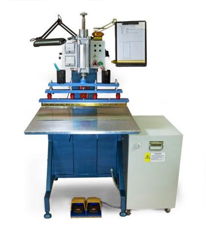 Производство полотен для натяжных потолков невозможно без специального оборудования