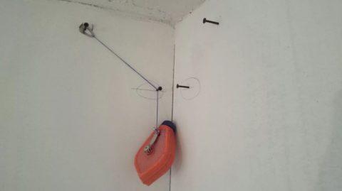 Расчертить линии удобно отбивочным шнуром