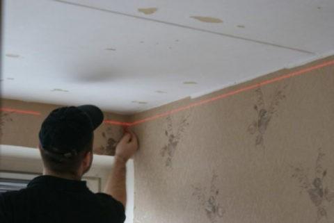 Разметка горизонтали потолка по лазерному уровню