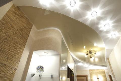 Разнообразие световых приборов на гипсокартонном потолке