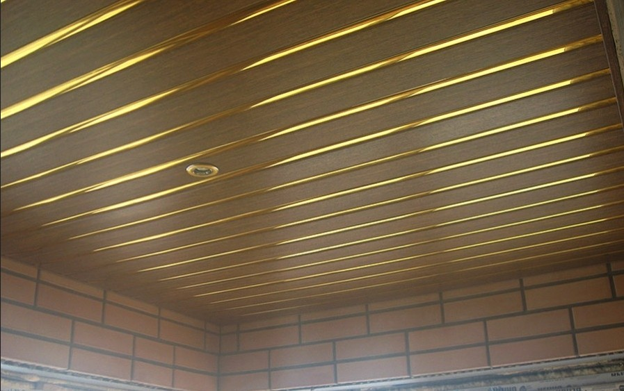 Реечный потолок в кафе