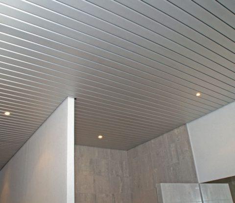 Реечный потолок из алюминия