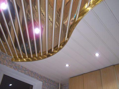 Реечный потолок кухни