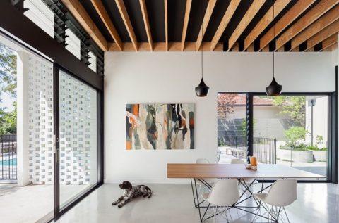 Реечный потолок сегодня любим многими дизайнерами