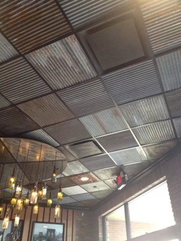 Рельефные металлические пластины в интерьере в стиле лофт