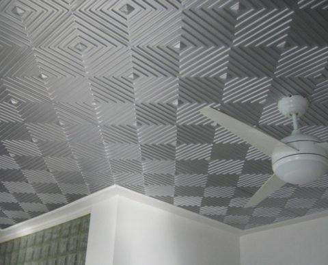 Рельефный потолок из полистирольных плит