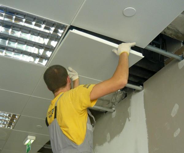 Ремонт модульного потолка