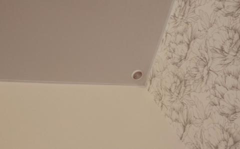 Решетки обеспечивают вентиляцию пространства над потолком