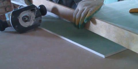 Рейка используется только при выставлении направляющей, при фрезеровании она не нужна