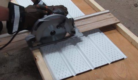 Резать алюминий в таком приспособлении легко и просто