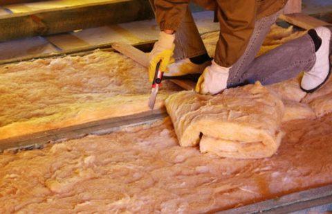 Режется минеральная вата строительным ножом