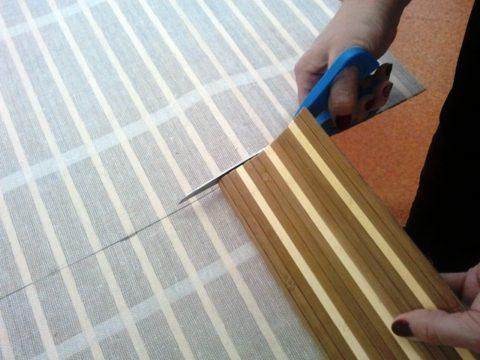 Резка бамбука ножницами