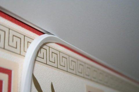 Родной плинтус-заглушка для натяжного потолка