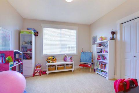 Ровная поверхность станет классическим решением для небольшой по площади комнаты