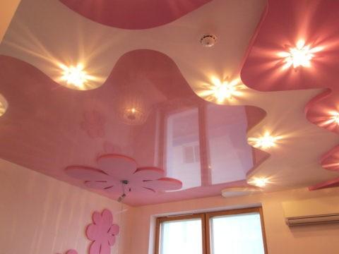 Розовый цвет имеет множество пастельных мягких оттенков для создания нежной атмосферы в комнате ребенка