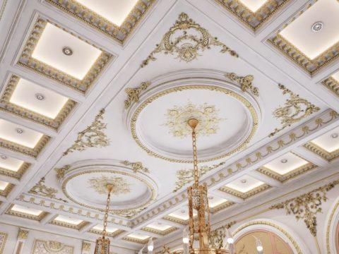 С помощью позолоты лепной декор выглядит роскошно и богато