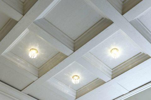 С помощью светильника можно оживить сдержанный дизайн конструкции