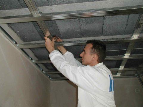 Самым распространенным подвесным потолком является гипсокартонный