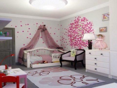 Сатиновый потолок в детской