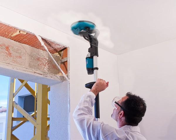 Шлифуем потолок перед покраской