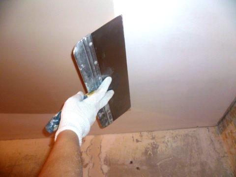Шпатлевание потолка по всей поверхности