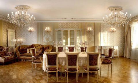 Симметричное расположение розеток на потолке большой гостиной: стиль ампир