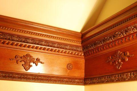 Сложный и дорогой деревянный плинтус