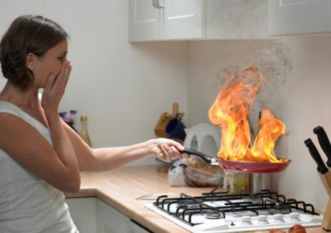 Случайное возгорание во время готовки