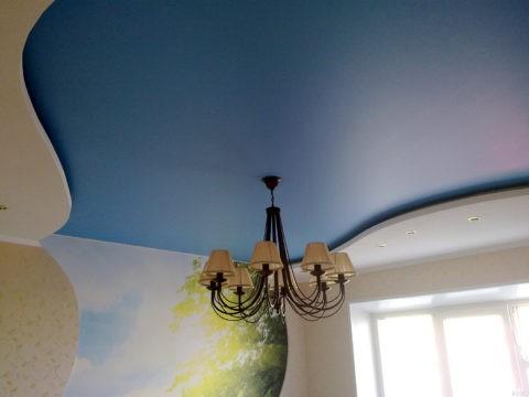Сочетание белого и голубого цвета всегда выглядит освежающе