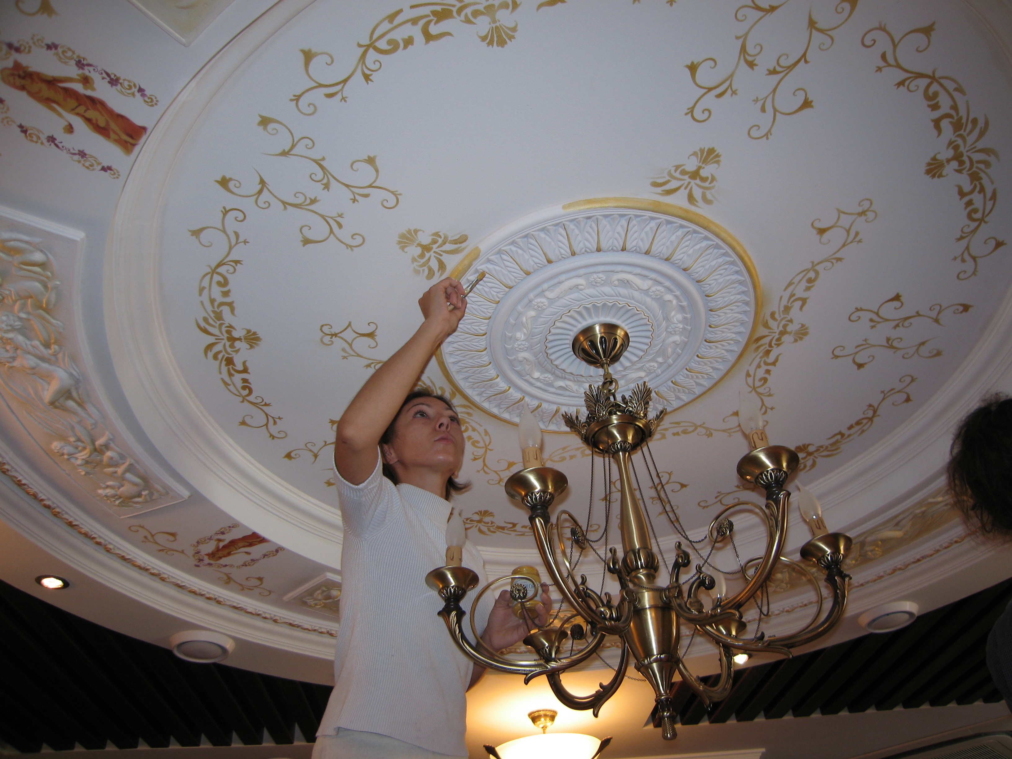 ножке настоящего как украсить потолок своими руками фото рассказывает рыжем
