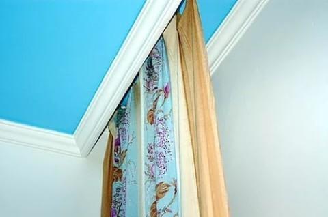 Сочетание цвета гардины и потолка