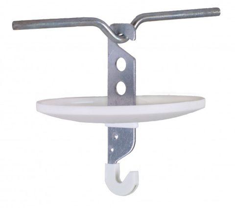Современный крюк на стальном стержне