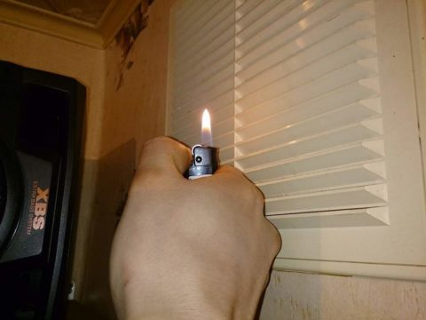 Спичка или зажигалка поможет вам проверить работу вентиляции