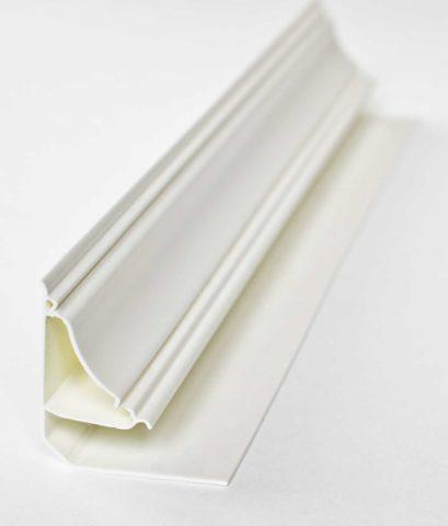 Стандартный ПВХ плинтус под пластиковый потолок