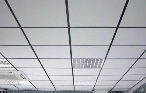 Стандартный вариант из плит 600*600 мм, используемый в учреждениях