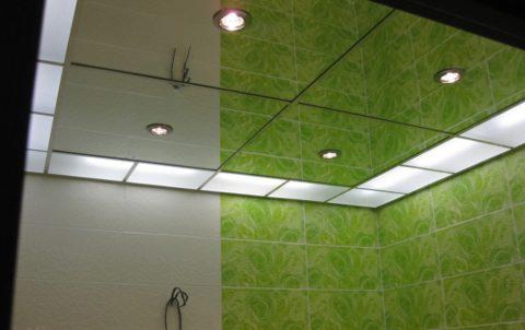 """Стеклянные потолки, установленные на системе """"Армстронг"""""""