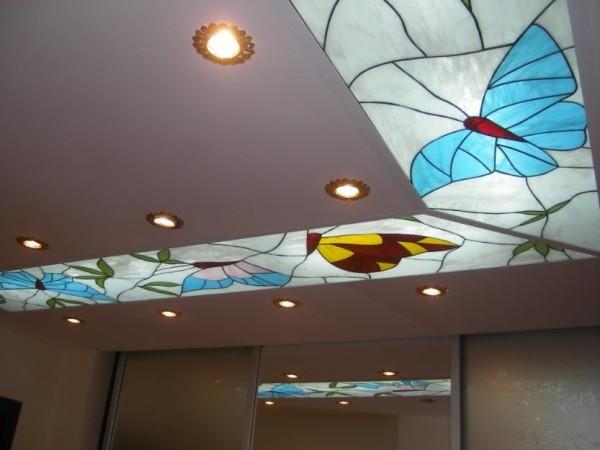 Стеклянные вставки в натяжном потолке