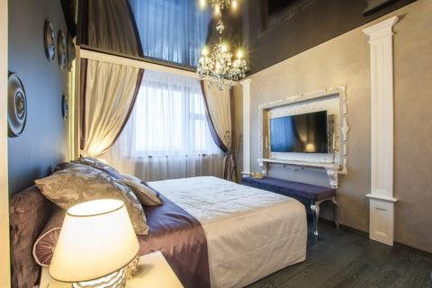 Стиль эклектика с чёрным глянцем в спальне