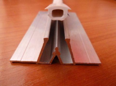 Стыковочный профиль применяется для потолков с большой площадью