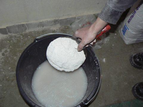 Сухая смесь добавляется в воду из расчета 1,6 кг/л